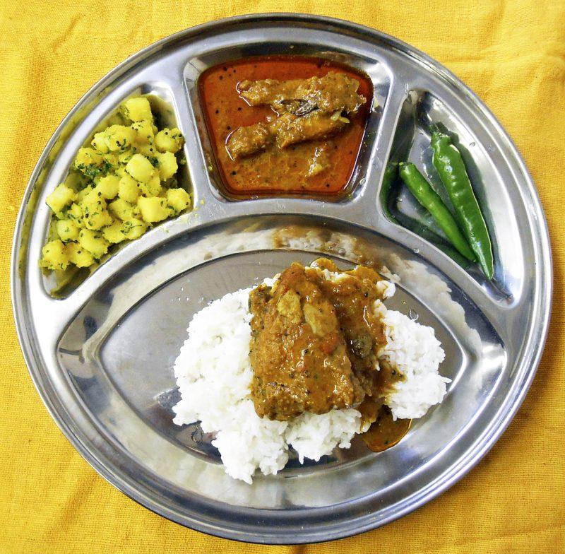 インド、町食堂のカレー
