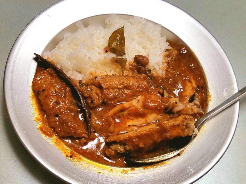 ムンバイ町食堂のチキンカレー