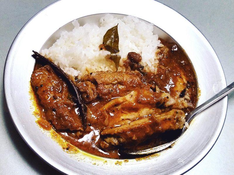 ムンバイ街食堂のチキンカレー、増産中